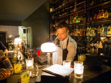 Bartender Morten på Candeur.