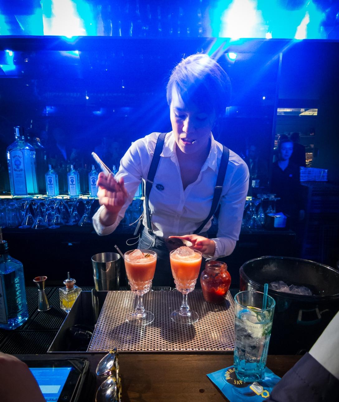 Angelina June Brandt Fugl med sin cocktail Beautiful Mess. Photo: Michael Sperling