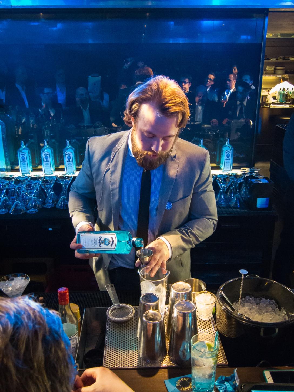 Jonas Brandenborg Andersen indtager baren. Photo: Michael Sperling.
