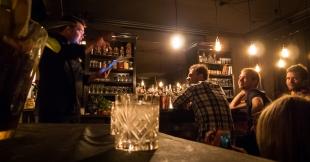 1656 Cocktail Session ved bar manager Nicklas Jørgensen. Photo: Michael Sperling.