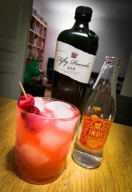 Pink Craze med Fifty Pounds Gin, Indi Tonic og hindbær