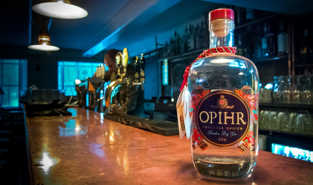 Opihr Oriental Spiced Gin and Tonic på The Bird and The Churchkey. Photo by Michael Sperling.