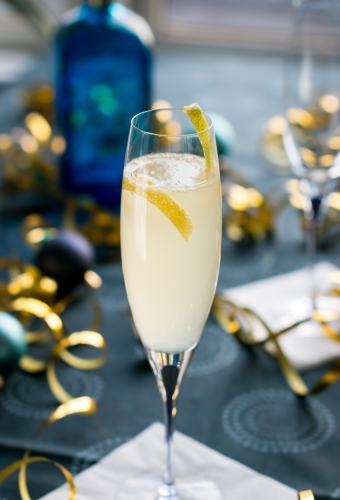 French 75 med Bluecoat American Dry Gin. Photo by Michael Sperling