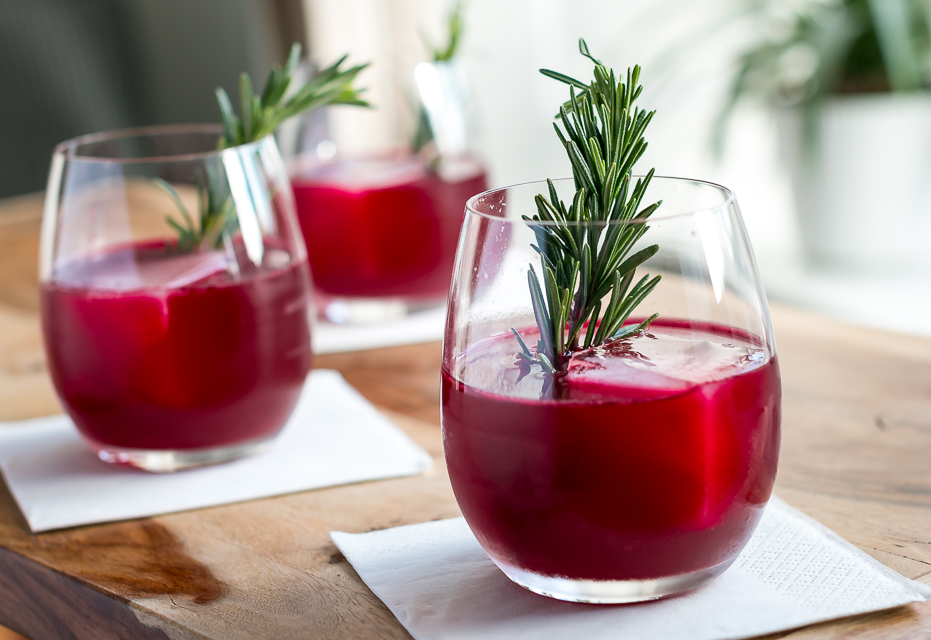 Rødbede- og rosmarincocktail. Photo by Michael Sperling.