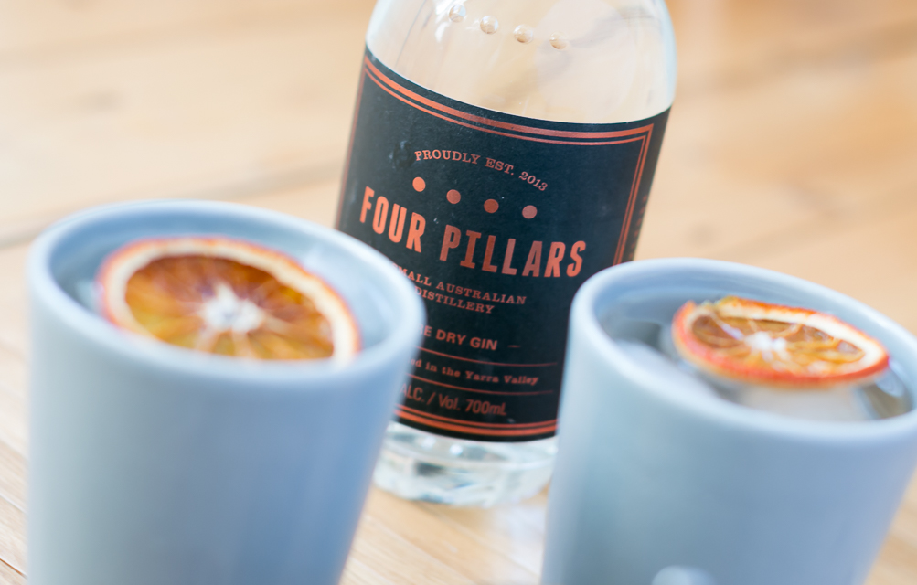 G&T med Four Pillars Gin, Fever-Tree Tonic, langtidsbagt appelsin og Four Pillars Breakfast Negroni Marmelade. Photo by Michael Sperling.