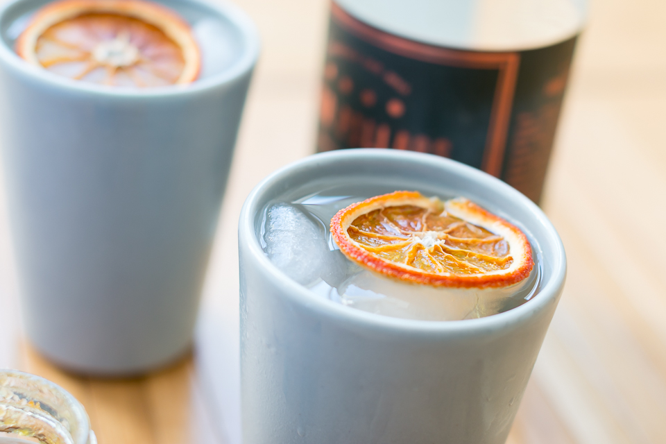 G&T med Four Pillars Gin, Fever-Tree Tonic, langtidsbagt appelsin og Four Pillars Breakfast Negroni Marmelade. Photo by Michael Sperling.