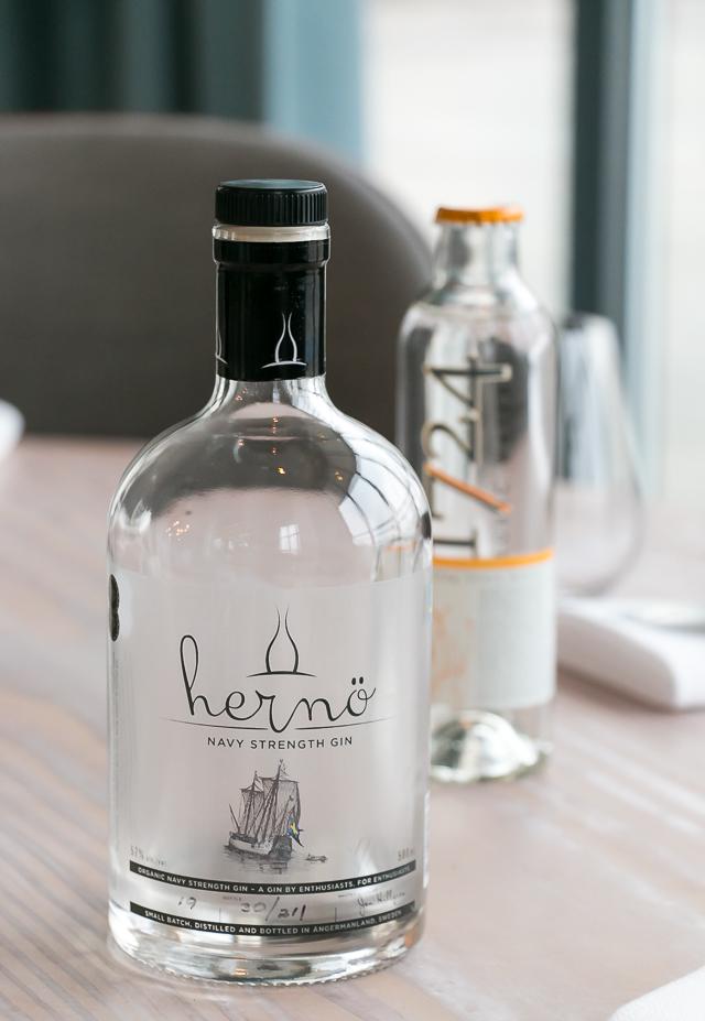 Hernö Navy Strength Gin og 1724 Tonic. Photo by Michael Sperling.