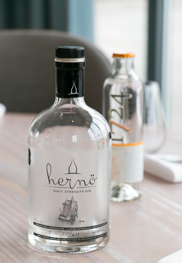 Hernö Navy Strength Gin og 1724 Tonic. Photo by Michael Sperling.