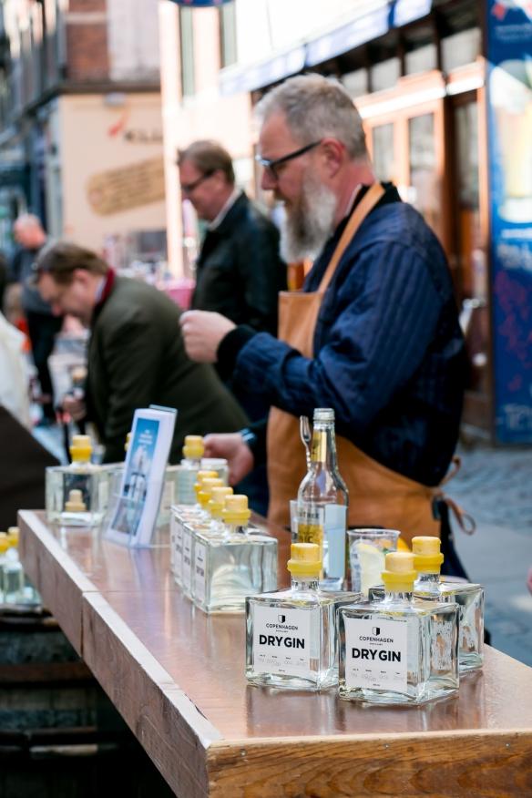 Henrik Brinks ved lanceringen af Copenhagen Dry Gin. Photo by Michael Sperling.