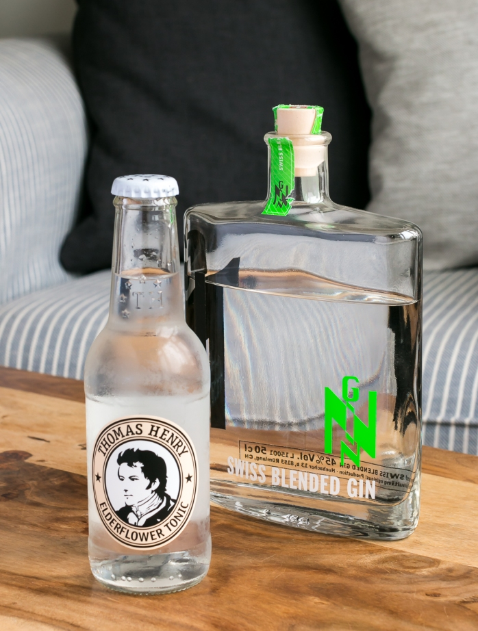 Gintonic med Thomas Henry Elderflower Tonic og Nginious Gin. Photo by Michael Sperling, En Verden af Gin.