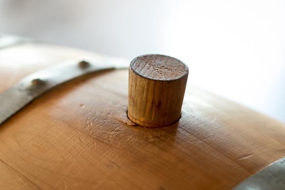 Det oprindelige enebærtræfad til Hernö Juniper Cask Gin. Hernö Distillery. Photo by Michael Sperling, En Verden af Gin.