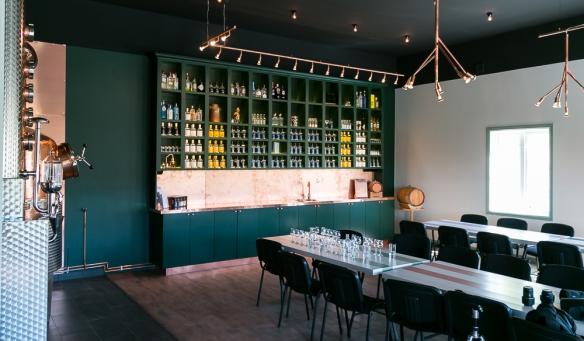 Det nye besøgscenter til smagninger. Photo by Michael Sperling, En Verden af Gin.