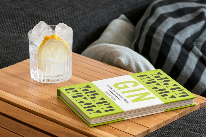 'Gin – A Toast to the Most Aromatic of Spirits' by Geraldine Coates. Photo by Michael Sperling, En Verden af Gin.