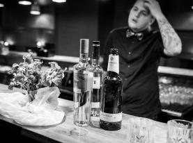 Ulrich Deleuran Steffensen ved DM i Cocktails. Photo by Michael Sperling.
