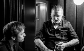 Ulrich Deleuran Steffensen afventer dommernes dom i baglokalet. Photo by Michael Sperling.