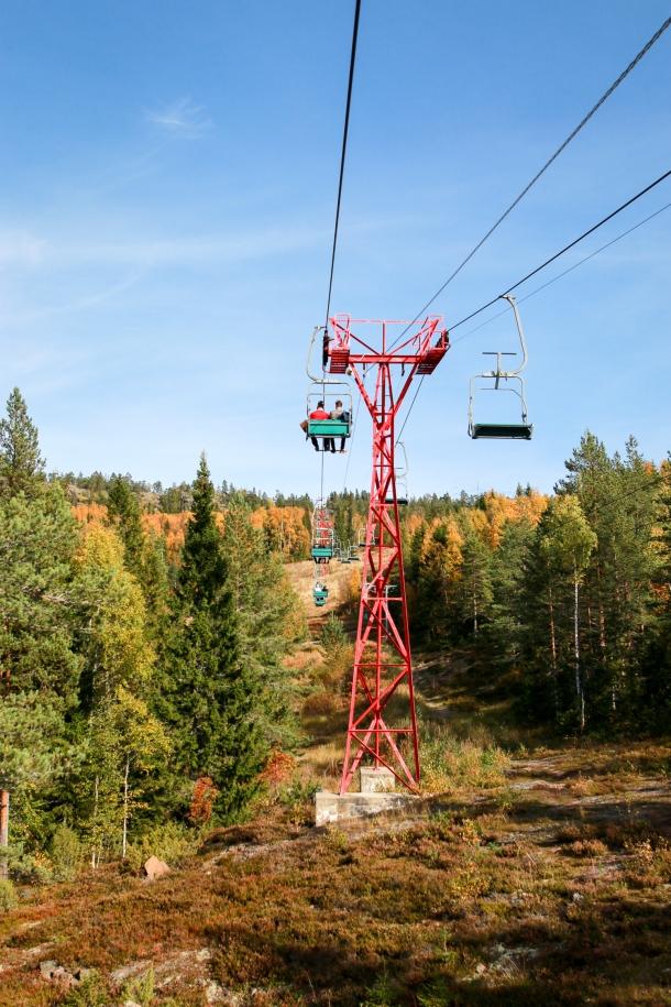 Med lift op til toppen. Photo by Michael Sperling.