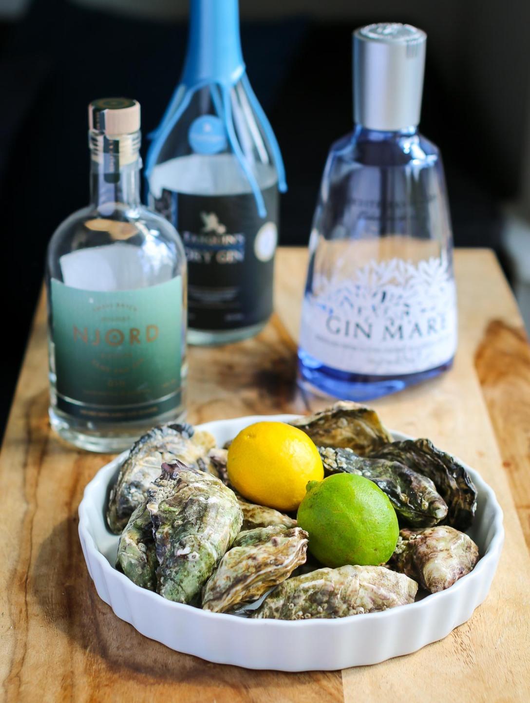 Njord Gin Sand and Sea, Tarquin's Gin, Gin Mare og en røvfuld østers. Photo by Michael Sperling.