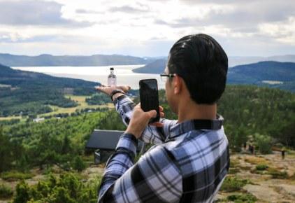 Devender Kumar på toppen af Skuleberget. Photo by Michael Sperling.