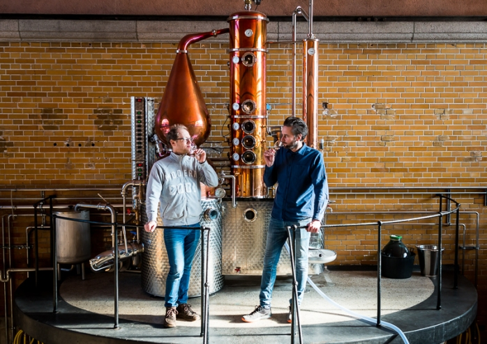 Troels Præst Andersen og Lars Toke Graugaard i Njord Gin Distillery i Aarhus. Photo by Michael Sperling