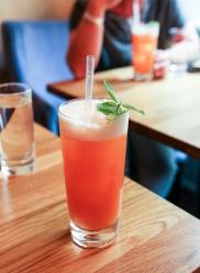 Cocktailen Charger med Il Mio Gin på Brønnum. Photo by Michael Sperling.