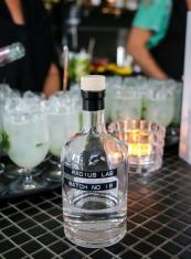 Cocktailen 'Ei Blot til Lyst' med Radius Lab Batch 18 på K-Bar. Photo by Michael Sperling.