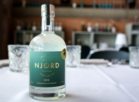Njord Gin - Sand and Sea infuseret med rav. Photo by Michael Sperling.