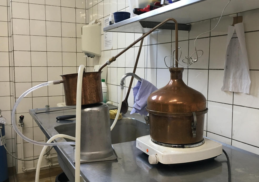 Den 3-liters destillator hos Frederiksberg Destilleri. Photo by Michael Sperling.