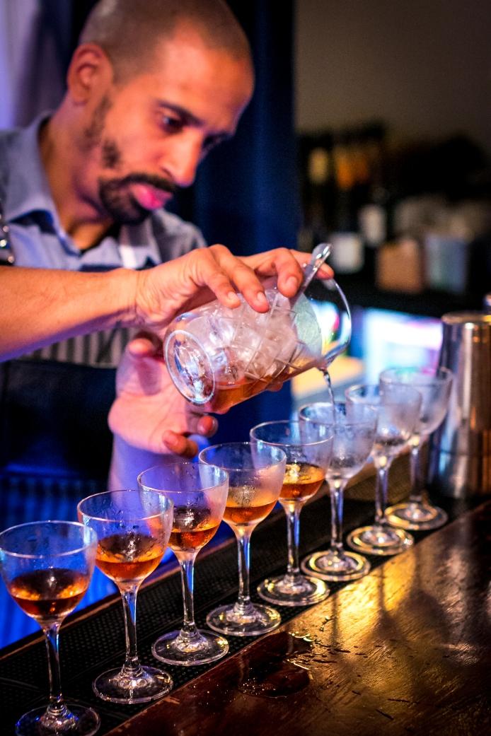 Erwan Le Bonniec fra Kester Thomas mixer Martinez cocktails. Photo by Michael Sperling.