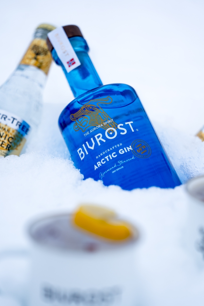 Arktisk Gin & Tonic med Bivrost Arctic Gin og Fever-Tree Indian Tonic. Photo by Michael Sperling.