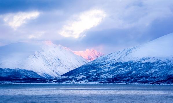 Arktiske omgivelser omkring Aurora Spirits. Photo by Michael Sperling.